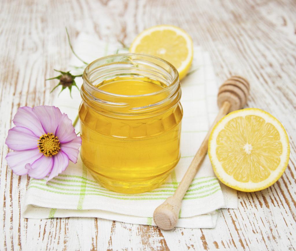 Grog à base de miel, de rhum et de citron