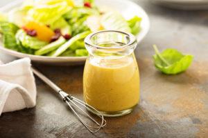 petit pot de sauce salade au miel