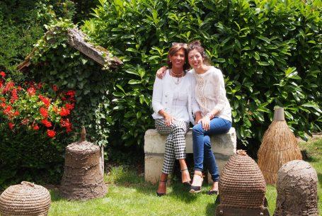 Marie-Cécile et sa fille Elise, au Domaine Apicole de Chezelles